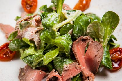 Салат с ростбифоом